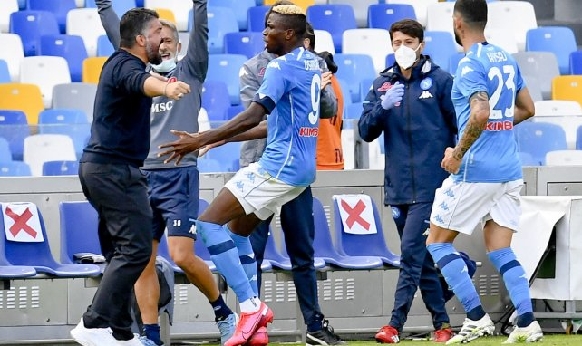 Victor Osimhen celebra un gol con Gennaro Gattuso