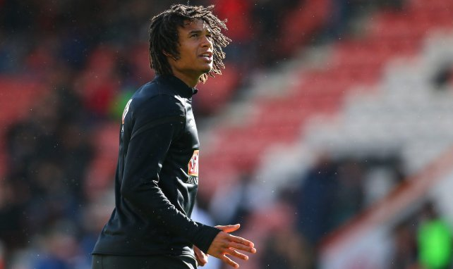 Nathan Aké se cuela en la agenda del Manchester United
