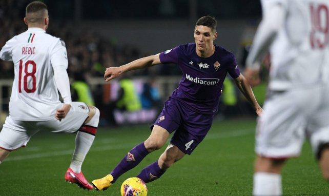 Nikola Milenkovic en un partido con la Fiorentina