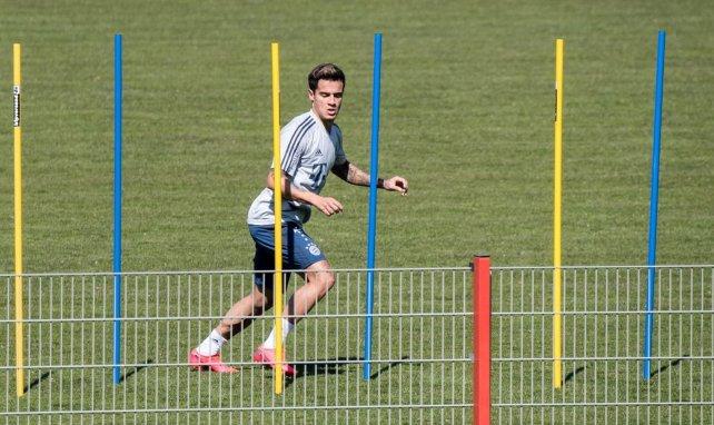 Philippe Coutinho se deja ver en Nápoles