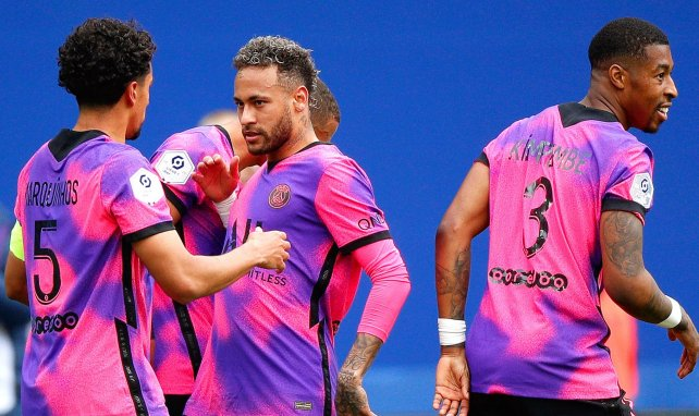Neymar celebra un gol con Marquinhos