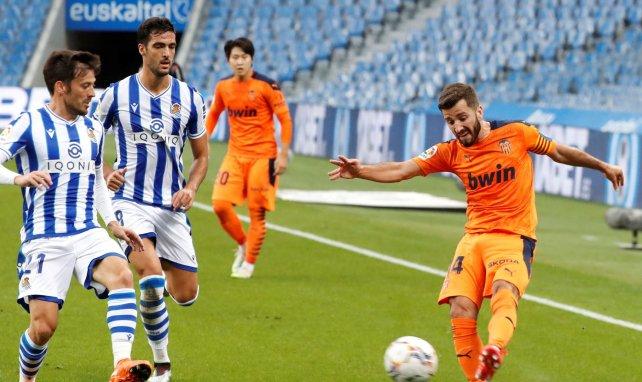 Liga | El Valencia salva los muebles frente a la Real Sociedad