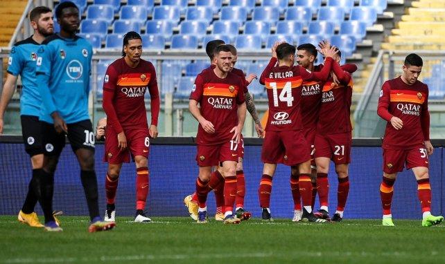 Los jugadores de la AS Roma celebran un gol