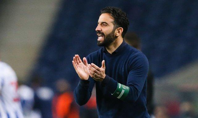 Leicester y Leeds United piensan en el mismo técnico