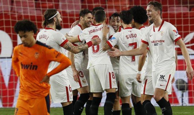 En-Nesyri impulsa a un Sevilla que no renuncia a la Liga