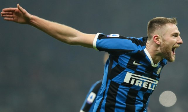 El zaguero del Inter de Milán acumula varios pretendientes en el mercado