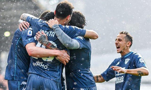 Adolfo Gaich celebra su primer gol en Serie A