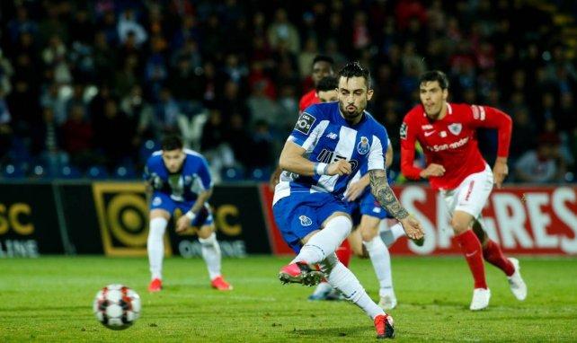 El Chelsea cobra ventaja por Alex Telles