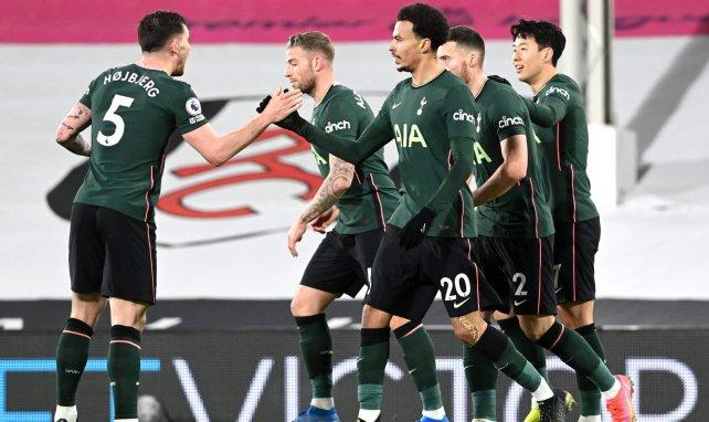 Los jugadores del Tottenham celebran el primer gol