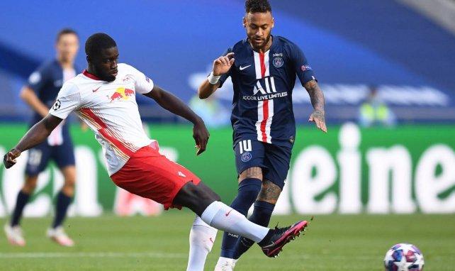 Dayot Upamecano reaparece en el radar del Manchester United