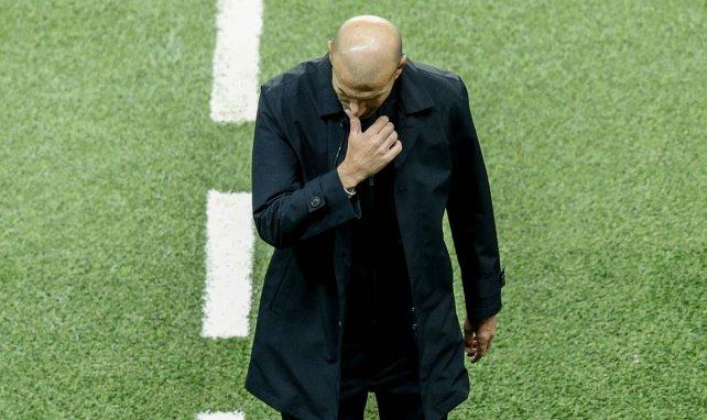 Zinedine Zidane, en la cuerda floja en el Real Madrid