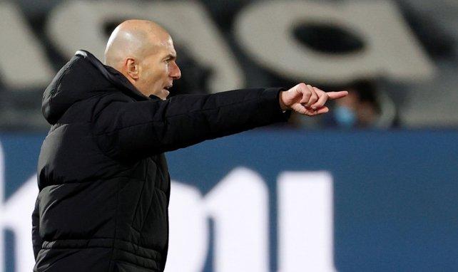 Sitúan a Zinedine Zidane fuera del Real Madrid